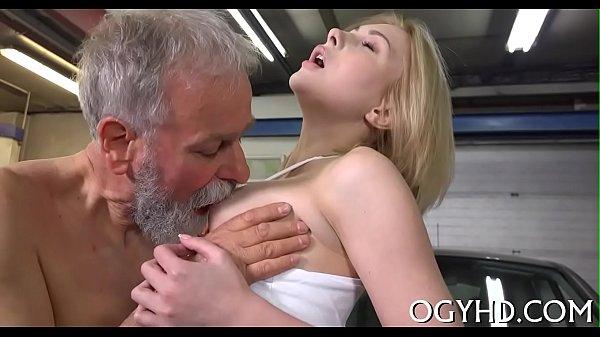 сиськи, старик потрогал мои грудки раздела голые