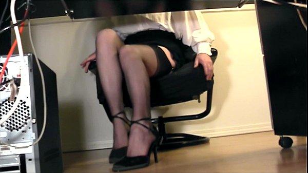 раздвинула ножки у женщин под столом видео поиска для